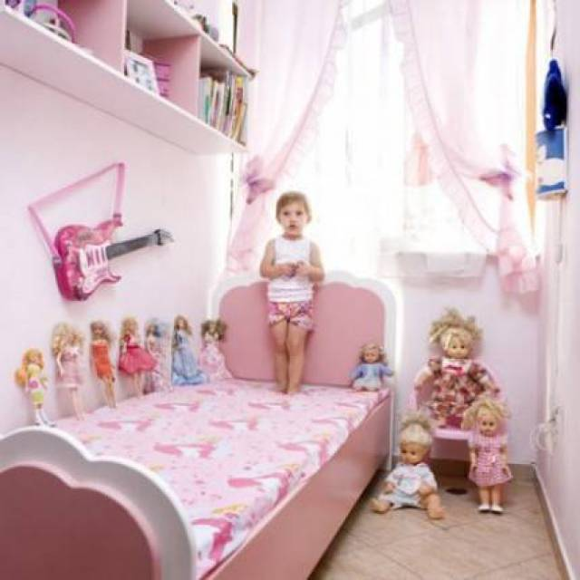 bambina nella cameretta
