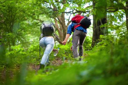 coppia che sale la montagna