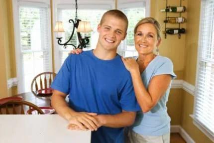 madre e figlio adolescente