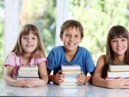 bambini con libri