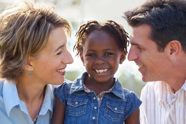 coppia adottiva con figlia