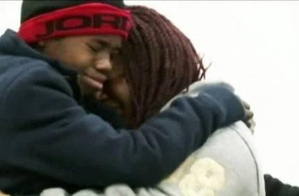 bimbo abbraccia mamma