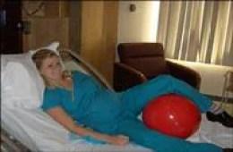 """Parto: usare la """"fit-ball"""" aiuta ad evitare il cesareo!(FOTO)"""