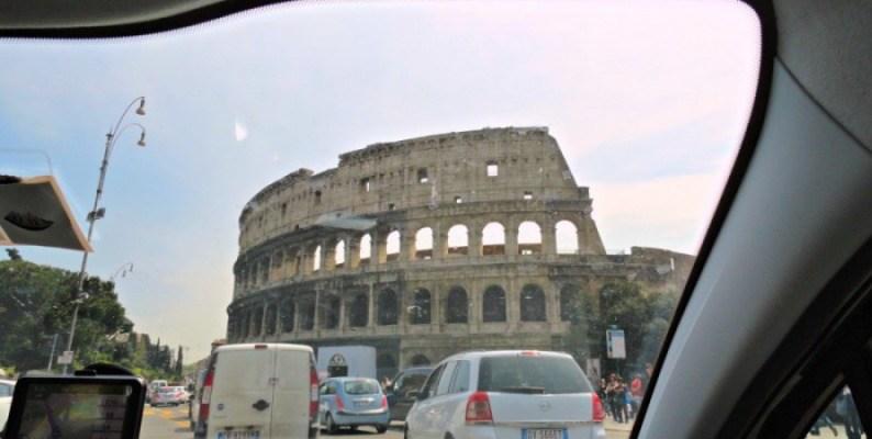 En auto por Roma