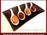 Biscotti a forma di noce con cioccolato e nocciole