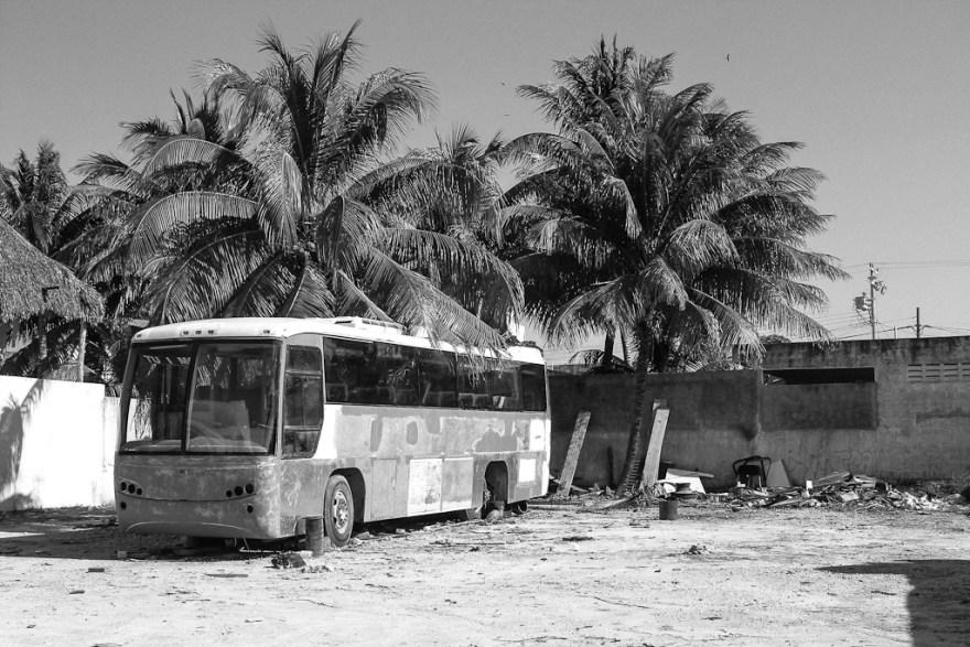 Busfriedhof, Puerto Morelo, Mexiko 2014 (c) Christoph Pankowski