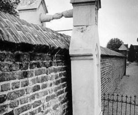 Oud-Kerkhof-graves-with-hands
