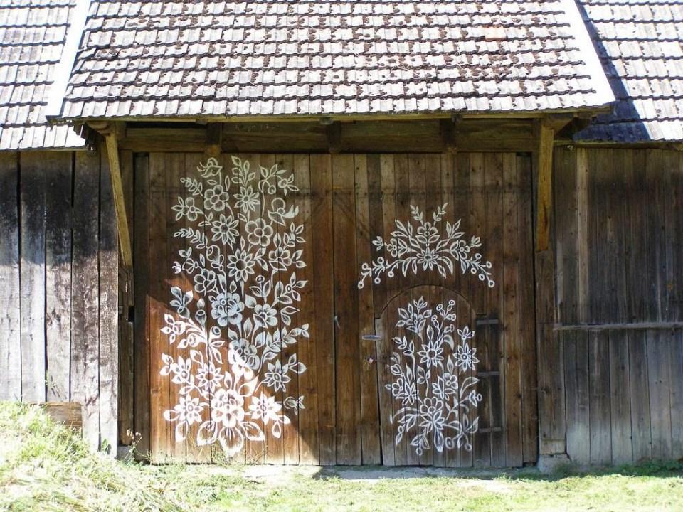 zalipie_poland_painted_village_flowers_24