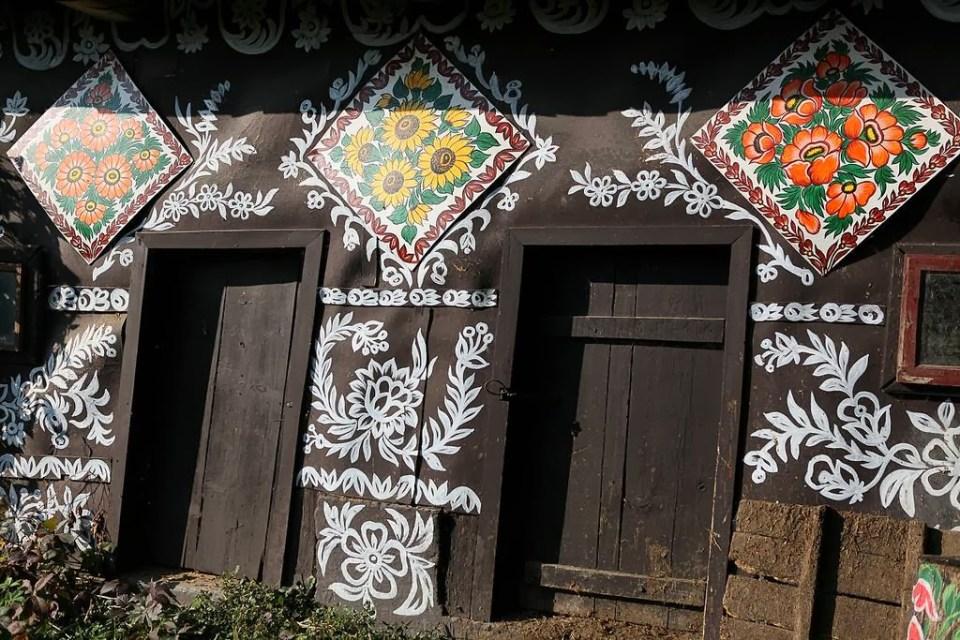 zalipie_poland_painted_village_flowers_26