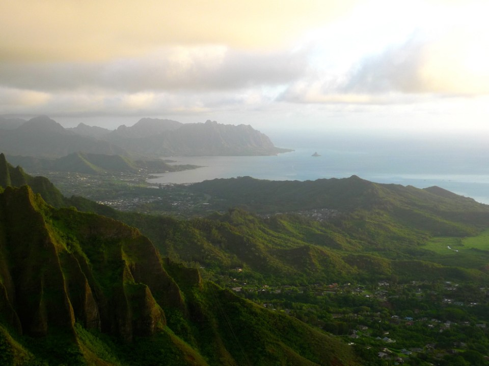 The view to the north. You can see Kaaawa at the top. unrealhawaii.com
