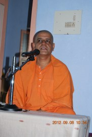 Rev Swami Atmashraddhanandaji Maharaj addressing the devotees 8 Sep 2012,