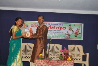 Felicitating the singers