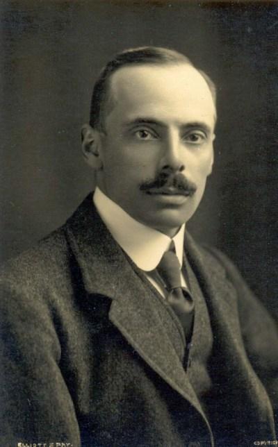 Daniel Jones (phonetician) - Wikipedia