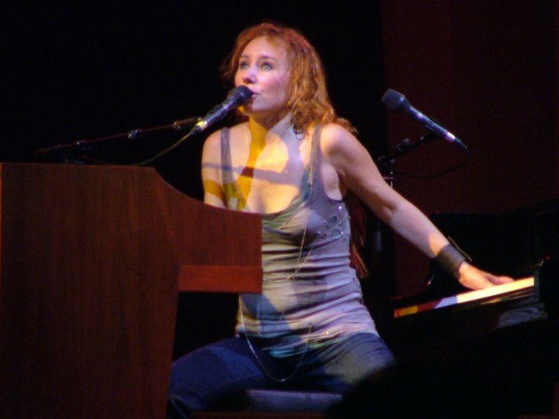 Tori Amos performing at the 2005 Glastonbury f...