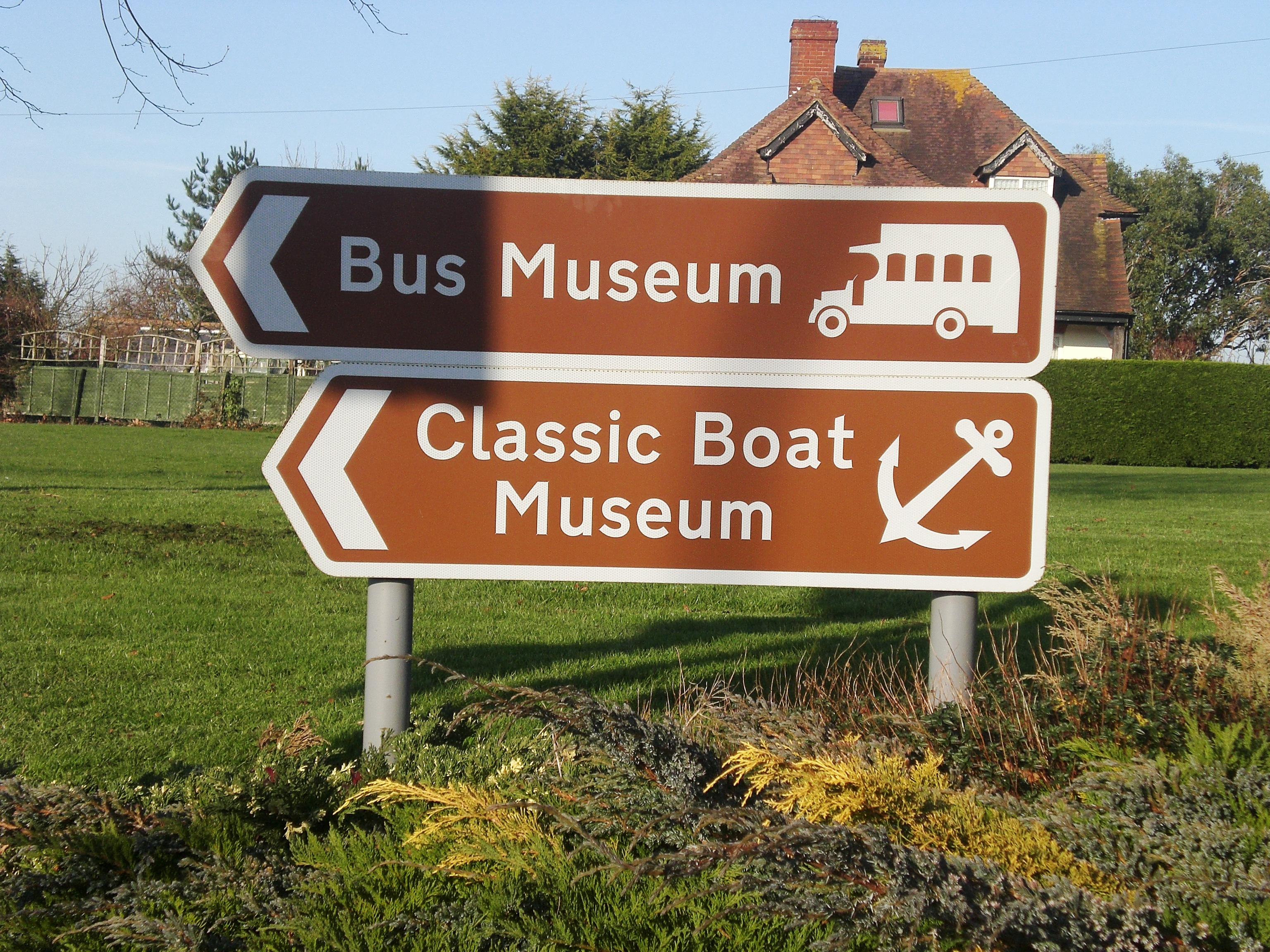 File Sign for the Isle of Wight Bus Museum JPG   Wikimedia Commons File Sign for the Isle of Wight Bus Museum JPG
