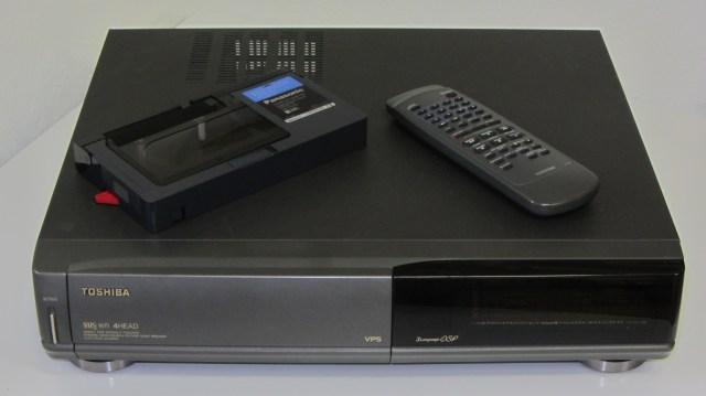 http://i2.wp.com/upload.wikimedia.org/wikipedia/commons/7/77/Toshiba_VHS_V-711G.jpg?resize=640%2C359&ssl=1
