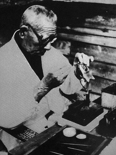 Mikimoto Kokichi munka közben