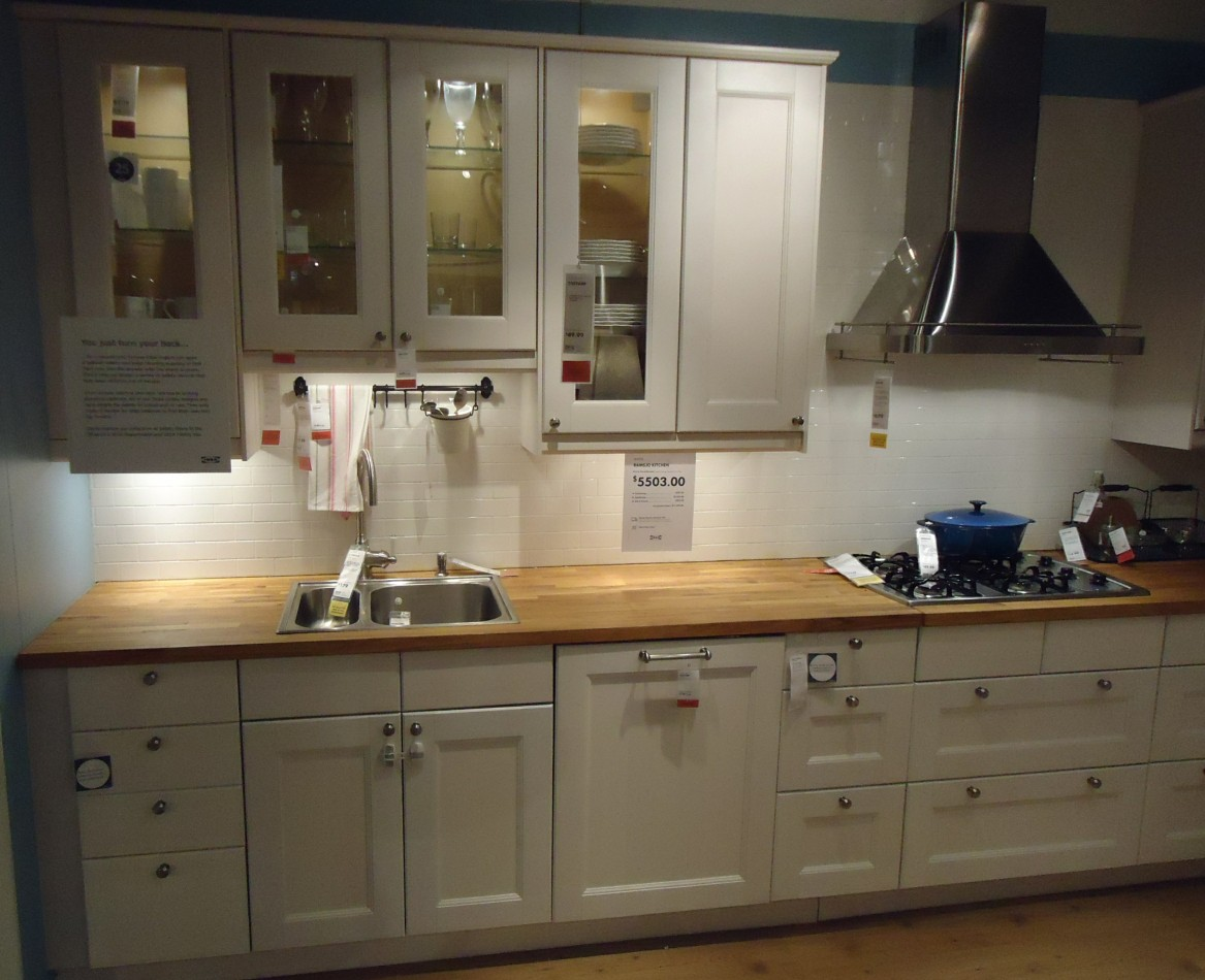 how to paint a kitchen cabinet cabinet kitchen Image source https upload wikimedia org wikipedia commons 9 91 Kitchen design at a store in NJ 5