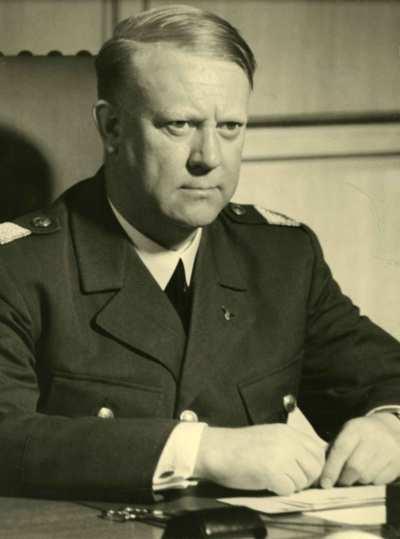 File:Portrett av Vidkun Quisling i uniform..jpg - Wikimedia Commons