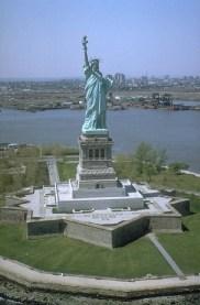 Berkas:Freiheitsstatue NYC full.jpg