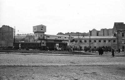 File:Széna tér, a Lövőház utca sarkán a metróépítés felvonótornya. Fortepan 24638.jpg ...