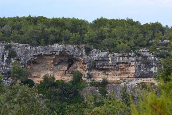 Abric de Can Castellví (Olèrdola) - 1.jpg