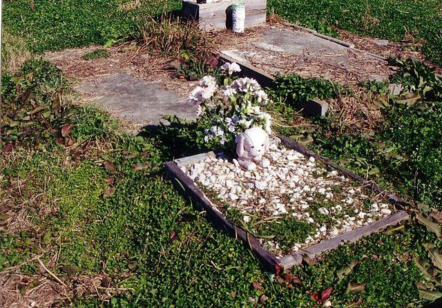 holt cemetery 2005