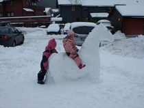 English: Children playing in snow
