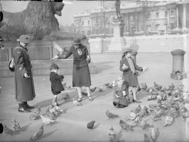 File:London in the Spring of 1941- Everyday Life in London, England D2960.jpg