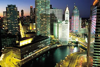 English: Downtown Chicago, Illinois at night. ...