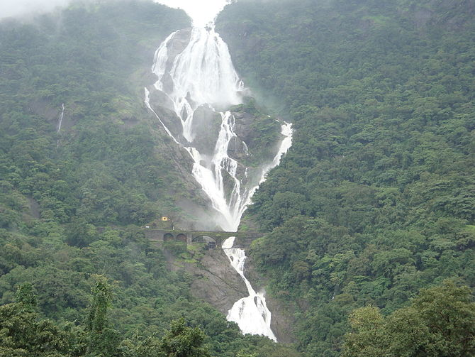 English: Majestic DudhSagar Water Falls in Mansoon