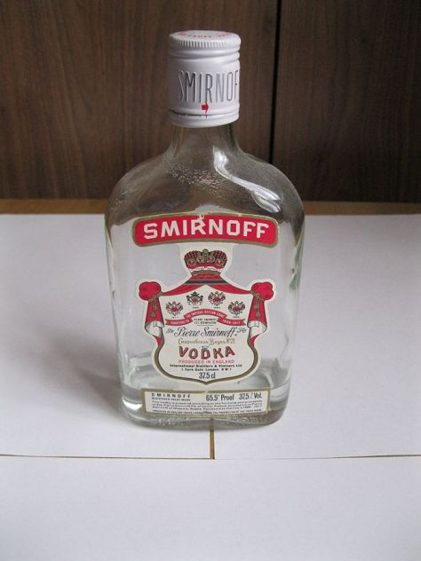 English: Picture of an old Smirnoff Vodka 375m...