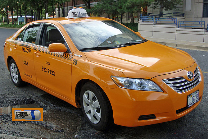 English: Frontal view of a Yellow Cab Hybrid T...