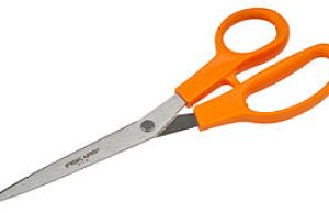 English: A pair of large, Fiskars-brand scissors.