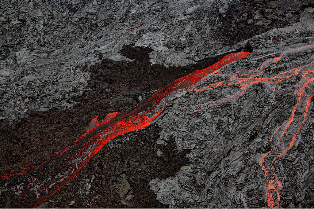 Pāhoehoe and Aa flows at Hawaii