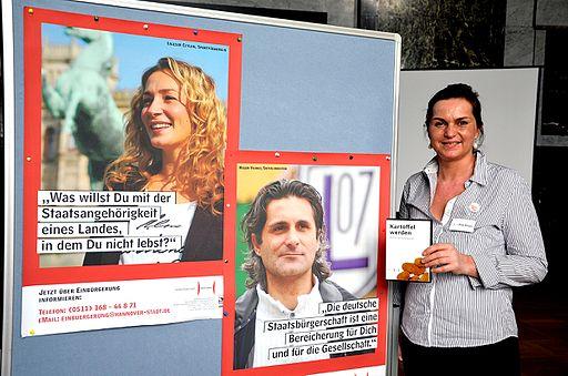 Kathrin Berger, Landeshauptstadt Hannover, Fachbereich Recht und Ordnung, Ausländerangelegenheiten und Staatsangehörigkeit, Plakate Einbürgerungskampagne Kartoffel werden