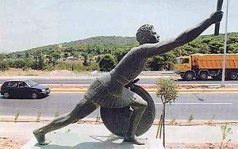 English: Statue of Pheidippides along the Mara...