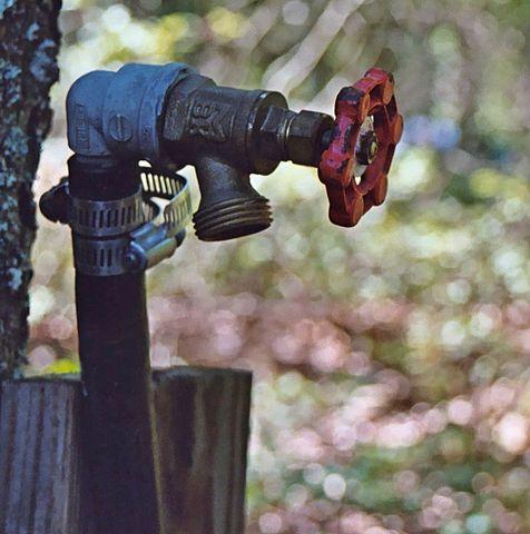 http://i2.wp.com/upload.wikimedia.org/wikipedia/commons/thumb/a/a6/Water_spigot.jpg/476px-Water_spigot.jpg?w=640&ssl=1