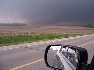 English: Image of the Parkersburg tornado taki...
