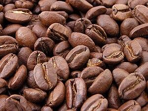 Roasted coffee beans Español: Granos de café t...