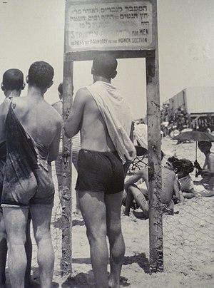 nude swimming swim team