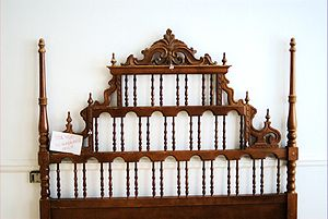 English: A wooden headboard. Español: Cabecero...