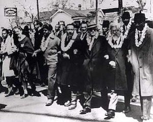 Rabbi Abraham Joshua Heschel (2nd from right) ...