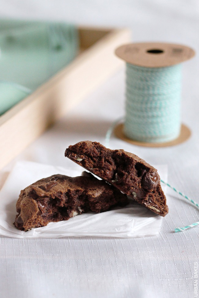 Soft Baked Mint Chocolate Chip Cookies | urbanbakes.com