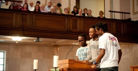 Teens lead prayer at Park Avenue Baptist Church in Atlanta. (PABC photo)
