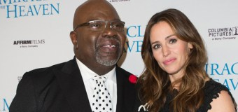 """Jennifer Garner Talks About Faith, Family After Filming """"Miracles from Heaven""""; Attends Service at T. D. Jakes' Church"""