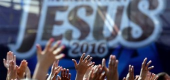 Thousands Turn Out for Brazil's 2016 March for Jesus Event