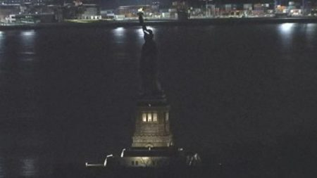 lady-liberty-goes-dark-550x309