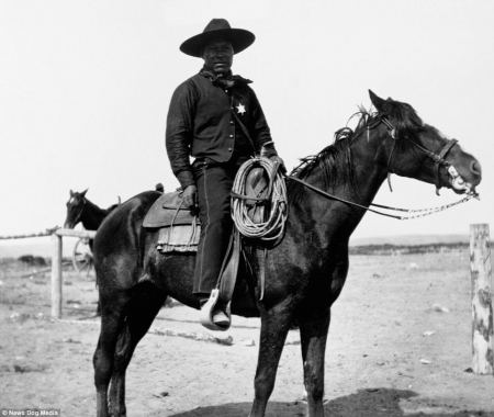 4B4E9E9D00000578-5633579-This_photo_shows_an_African_American_cowboy_proudly_sitting_sadd-m-22_1524131793511.jpg