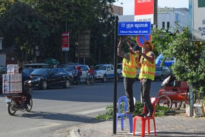 Phnom Penh Begins Upgrading Street Signs